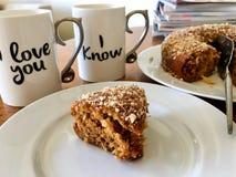 Я тебя люблю mugs и торт Стоковое Фото