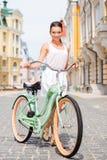 Я люблю мой винтажный велосипед! Стоковая Фотография RF