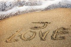 Я люблю надпись на песке стоковая фотография