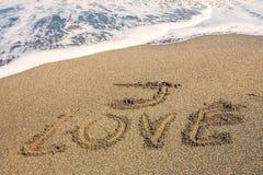 Я люблю надпись на песке стоковые фотографии rf