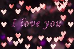 Я люблю u на bokeh сердца - предпосылку дня валентинки Стоковые Фото