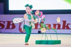 '婴孩杯- BSB银行'儿童的竞争在体操, 2015年12月05日方面在米斯克,白俄罗斯 库存图片