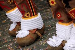 ''跳舞在城镇厅,班什花边狂欢节,比利时前面的布鲁塞尔大广场的吉勒斯 库存照片