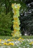 ?Cal Crystal Tower ?en los jardines de Kew, parte ?reflexiones en de la exposici?n de la naturaleza ?del artista de cristal ameri fotografía de archivo