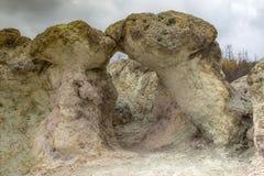 'El beso 'Setas de la piedra del fenómeno natural - una de las maravillas de Bulgaria en las montañas de Rhodope imagen de archivo
