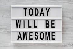 'Hoje seja 'palavras impressionantes no lightbox sobre a superfície de madeira branca, vista superior imagem de stock