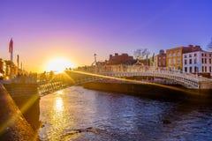 'Ponte da moeda de um centavo Dublin-Ha imagens de stock