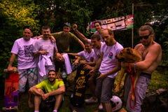'Bergaf gekomen die de Gebeurtenismededingers aan van Popsica 'Longboard, door MozgaBez worden ontvangen stock foto