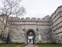 'Mermerkule-Tor 'auf der Küstenstraße in Yedikule, 'Bukoleon-Palast-Tor 'geöffnet zum byzantinischen Palast, lizenzfreies stockfoto