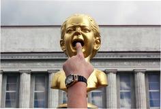 'Schreeuw 'beeldhouwwerk in Siauliai, Litouwen stock foto's