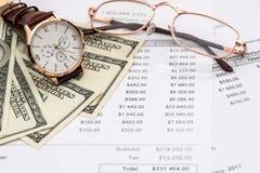'Tijd voor aankoop 'conceptie, geld en horloge royalty-vrije stock foto