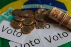 'Voto 'in het Portugees: De stem, samenvatting defocused op politieke corruptie in Brazilië en de aankoop van stemmen in verkiezi royalty-vrije stock afbeeldingen