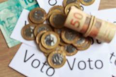 'Voto 'in het Portugees: De stem, samenvatting defocused op politieke corruptie in Brazilië en de aankoop van stemmen in verkiezi royalty-vrije stock foto's
