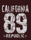 """""""Καλιφόρνια, 89, τυπογραφία δημοκρατιών """", εκτύπωση πουκάμισων γραμμάτων Τ διανυσματική απεικόνιση"""