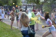 """""""对油漆节日关心""""在秋明州,俄罗斯 20 06 2015年 图库摄影"""