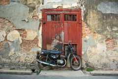 """""""Menino arte da rua em uma bicicleta"""" em George Town, Malásia Imagens de Stock"""