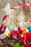 """""""Pascua feliz"""" y cesta con los huevos Fotos de archivo libres de regalías"""