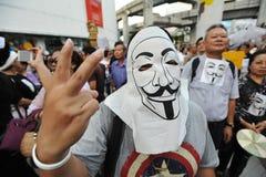 """""""Protesta antigovernativa della maschera bianca"""" a Bangkok Fotografia Stock Libera da Diritti"""