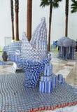 """""""Saque la mordedura escultura de la comida del hambre"""" presentada en la competencia de Canstruction en NY Foto de archivo libre de regalías"""