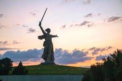 """""""Fäderneslandappellerna!"""", monument i Volgograd, Ryssland Arkivbild"""