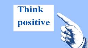 """""""Думайте позитв """" Направление пунктов пальца к мотивационному и вдохновляющему сообщению стоковые фотографии rf"""