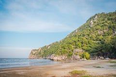 """""""Пляж PO челки """"около """"пещеры Phraya Nakhon """"на Pranburi стоковая фотография rf"""