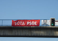 """""""PSOE-"""" Zeichen für Wahlförderung in der Straße, in Madrid, Spanien Stockfoto"""