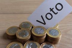 """""""Voto """"на португальском: Голосование, политическая коррупция в Бразилии и приобретение голосований в избраниях стоковая фотография rf"""