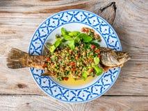 ‹Bass Fish del †del ‹del †de Fried Sea con las hierbas Imágenes de archivo libres de regalías