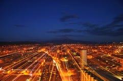 ‹Del †del ‹del †della città e blu e rosso di notte fotografie stock libere da diritti