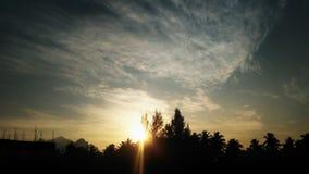 €œKeep Morni ваша сторона к солнцу и вам никогда не будет видеть тени  †стоковые фотографии rf