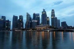 € «10-ое декабря 2017 СИНГАПУРА: Горизонт финансового района Singapore's Стоковое Изображение