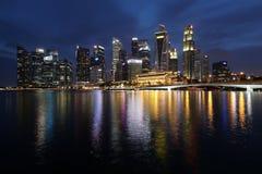€ «10-ое декабря 2017 СИНГАПУРА: Горизонт финансового района Singapore's Стоковое Изображение RF
