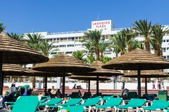 € «7-ое ноября 2017 EILAT, ИЗРАИЛЯ: Взгляд площади Leonardo гостиницы от стороны пляжа, Eilat, Израиль стоковое фото