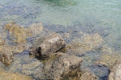 € воды, океана и утесов «юг Португалии Стоковая Фотография RF