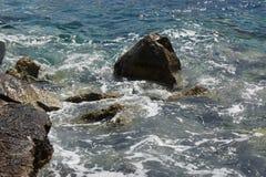 € моря и утесов «юг Португалии Стоковые Изображения RF