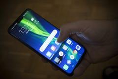 """€ Belgrads, Serbien """"am 20. Oktober 2018: Die Ehre 8X Smartphone lizenzfreies stockfoto"""