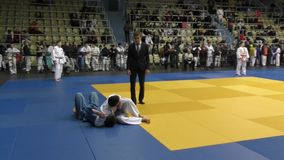 € d'Orenbourg, Russie «le 5 février 2016 : les garçons concurrencent dans le judo banque de vidéos