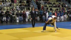 € d'Orenbourg, Russie «le 5 février 2016 : les garçons concurrencent dans le judo clips vidéos