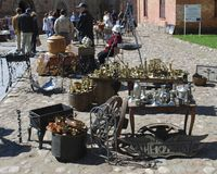 "€ Daugavpils/Lettlands ""am 5. Mai 2018: Flohmarkt war am Feiertag in Daugavpils-Festung Lizenzfreie Stockfotos"