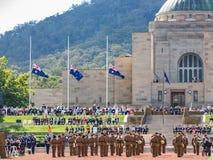"""€ de CANBERRA, AUSTRÁLIA """"25 de abril de 2019: Anzac Day National Ceremony guardou anualmente no memorial de guerra australiano  fotos de stock royalty free"""