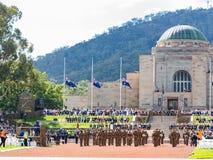 """€ de CANBERRA, AUSTRÁLIA """"25 de abril de 2019: Anzac Day National Ceremony guardou anualmente no memorial de guerra australiano  imagem de stock royalty free"""