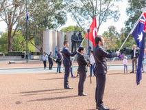 """€ de CANBERRA, AUSTRÁLIA """"25 de abril de 2019: Um contingente prepara-se para marchar em Anzac Day National Ceremony guardado an fotos de stock"""