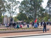 """€ de CANBERRA, AUSTRÁLIA """"25 de abril de 2019: Um contingente que marcha em Anzac Day National Ceremony realizado anualmente em  fotografia de stock"""