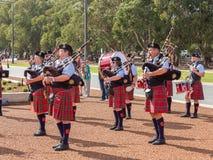 """€ de CANBERRA, AUSTRÁLIA """"25 de abril de 2019: Uma faixa joga em Anzac Day National Ceremony realizado anualmente em Canberra, o imagem de stock royalty free"""