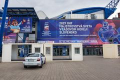 € de KOSICE, SLOVAQUIE «LE 29 AVRIL 2019 : Entrée principale stade de hockey sur glace d'†en acier d'arène «où monde interna photo stock