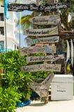 "€ de MALDIVAS ""novembro de 2017: Centro surfando de Maafush, ilha de Maafushi, Maldivas, Oceano Índico Destino dos feriados Imagem de Stock Royalty Free"