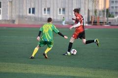 """€ de Orenburg, Rusia """"año del 8 de junio de 2017: Fútbol del juego de los muchachos Foto de archivo"""
