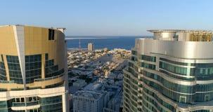 """€ de Sharjah, Emiratos Árabes Unidos """"24 de novembro de 2017: Panorama da cidade de uma altura de 150 medidores video estoque"""