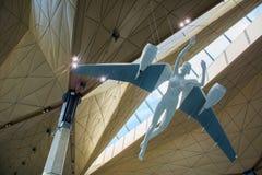 """€ de St Petersburg/Rússia"""" 20 de julho de 2018: escultura do anjo no terminal novo do aeroporto de Pulkovo em St Petersburg imagem de stock royalty free"""